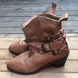Cowboy style genuine leather buckle boots